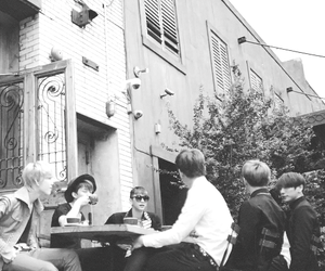 black & white, coffe shop, and zelo image