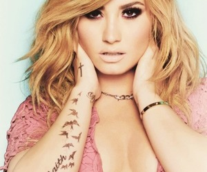 blonde, demi, and lovato image