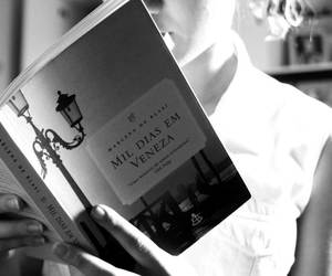 Book - photo by Evellyn Heloise