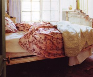 bed, vintage, and pink image