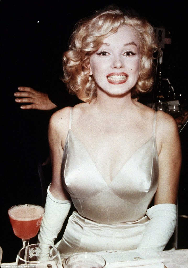 Marilyn Monroe Elizabeth Taylor And Judy Garland Captured In Collection Of 3 Million Photographs Showing The Glamor Of Old Hollywood To Be Offered At Auction Mail Online