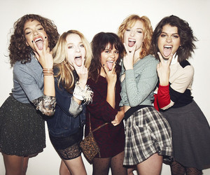 girl, skins, and friends image