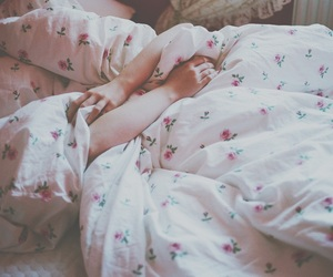 bed, photography, and flowers image