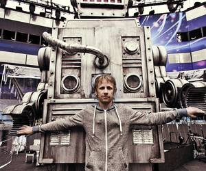 muse, robot, and dom howard image