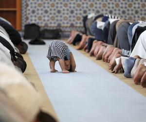 child, Ramadan, and صلاة image