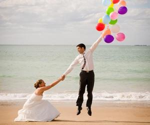 balloons, wedding, and beach image