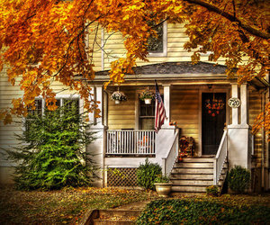 house and autumn image