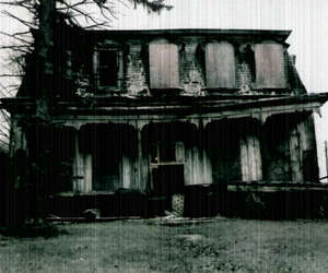 creepy, house, and scary image