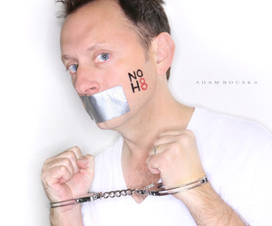michael emerson, noh8, and benjaminlinusjigsawnohate image