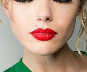 beauty, red lip, and beauty mark image