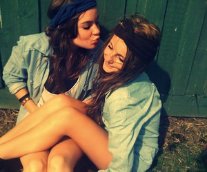 brunette, fun, and girlfriends image