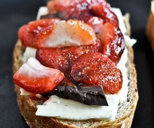 food, strawberry, and bread image