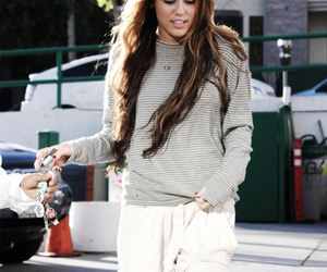 miley cyrus, fashion, and hair image