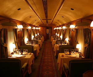 train and dining car image