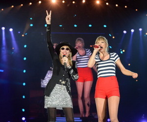 concert, taylor, and carly simon image