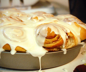 food, cinnamon roll, and yummy image