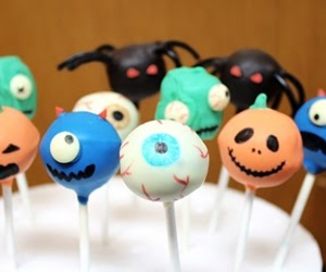 cake pops and Halloween image