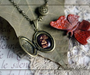 beauty, cache dans le foret, and jewellery image