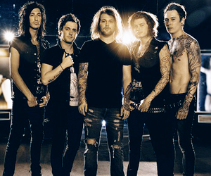 asking alexandria, danny worsnop, and james cassells image