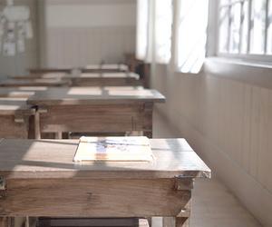 school and desk image