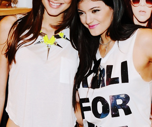 sisters and kendall jenner image