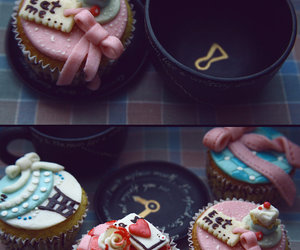 cupcake, alice in wonderland, and cake image