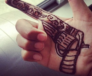 henna, gun, and henne image