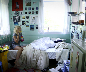 bubbles, girl, and bedroom image