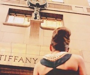 audrey hepburn, Breakfast at Tiffany's, and jewerly image