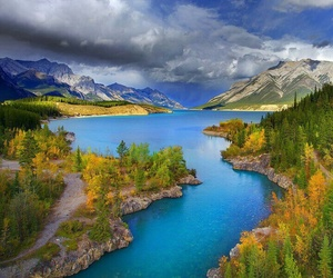 canada and abraham lake image