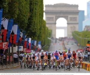 arc de triomphe, cycling, and paris image