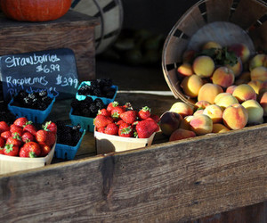 market, FRUiTS, and strawberries image