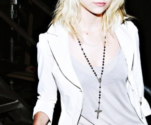 beautiful, blond, and momsen image