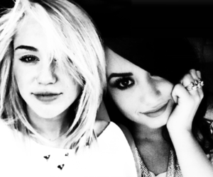 diley, demi lovato, and miley cyrus image