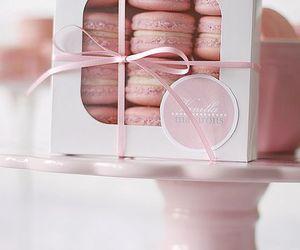 All Things Pink and Beautiful / Vanilla macarons