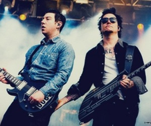 avenged sevenfold, moment, and show image