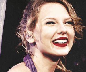 Taylor Swift, smile, and perfect image