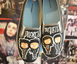 shoes and pierce the veil image