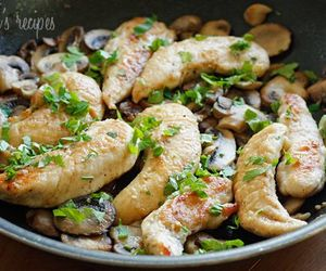 Chicken, garlic, and mushrooms image