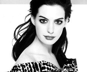 Anne Hathaway, b&w, and famous image