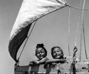 children and sail image