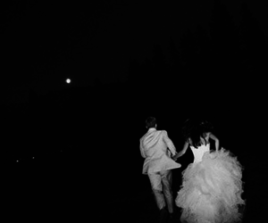 black and white, couple, and Noche image