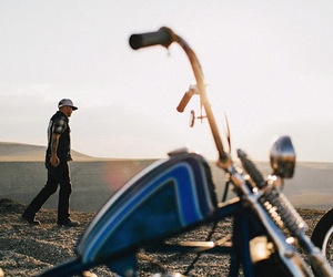 desert, motorcycle, and wreck image
