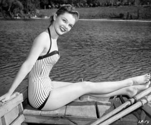 vintage, women, and 40s image