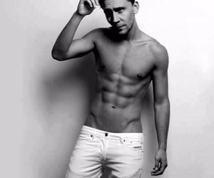 shirtless, tom hiddleston, and tom hiddleston shirtless image