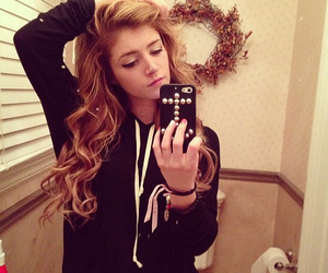 hair, chrissy costanza, and zac mann image