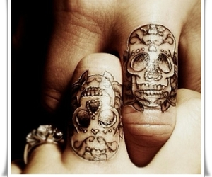 tattoo, skull, and fingers image