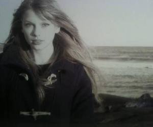 header and taylow swift image