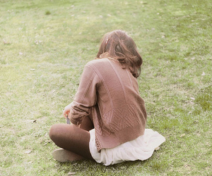 girl, sit, and grass image