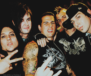 avenged sevenfold, synyster gates, and the rev image